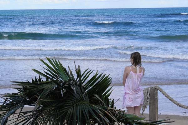 Maienne não se cansa de contemplar a beleza das praias de Algodões