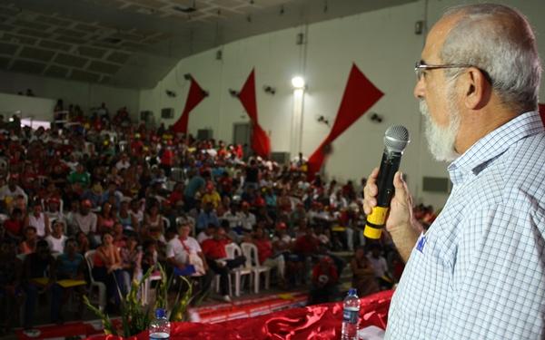 O secretário  , Bruno Dauster, participou, na manhã desta sexta-feira (16), do 27° Encontro Estadual do Movimento dos Trabalhadores Sem Terra (MST), na Universidade Estadual de Feira de Santana (Uefs).