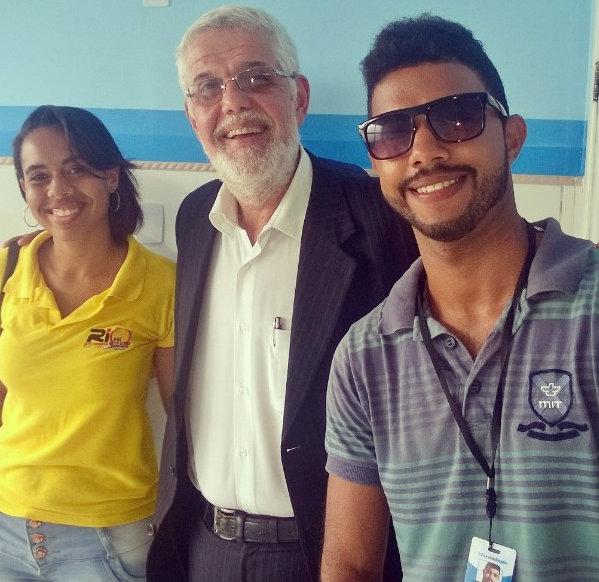 O deputado Federal Jorge Solla, aparece ladeado pelos repórteres , Luise Beatriz e Henrique Rodrigues