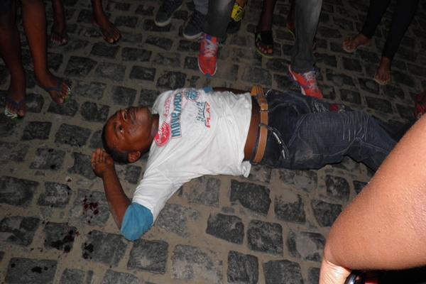 I homem de identidade ignorada ficou estirado na calçada
