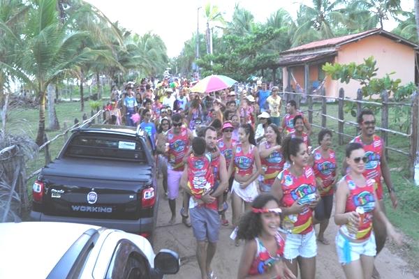 A multidão tomou conta das ruas de Algodões