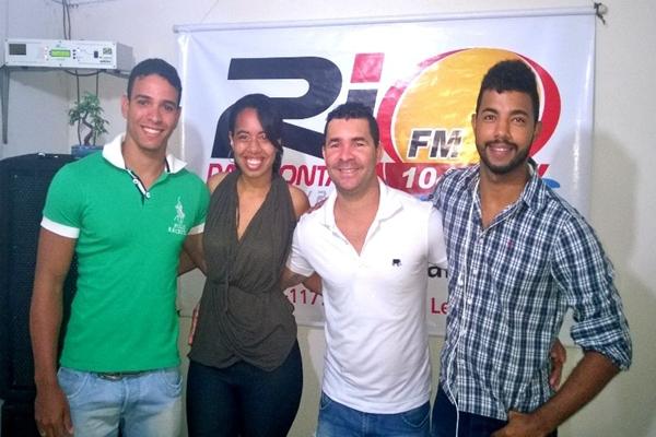 Da esqueda: Luise Beatriz, Murilo Meneses, o Cantor Binho Alves e o locutor, Rick Rodrgues