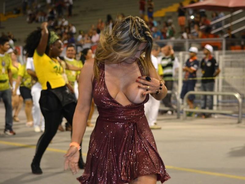 A ex-atriz pornô, Marcia Imperator, deixou os marmanjos babando na noite do último domingo