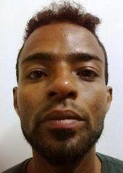 Agnaldo Moreira Santos (Guio do Cavaco), 27 anos,  era fugitivo