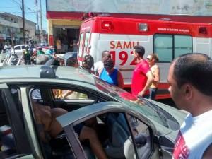 De acordo com informações preliminares, o homem estava em seu veículo, na Avenida Lótus, quando começou a passar mal.