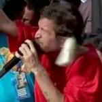 CANTOR SAULO É ATINGIDO POR LATA DE CERVEJA DURANTE  CARNAVAL DE SALVADOR