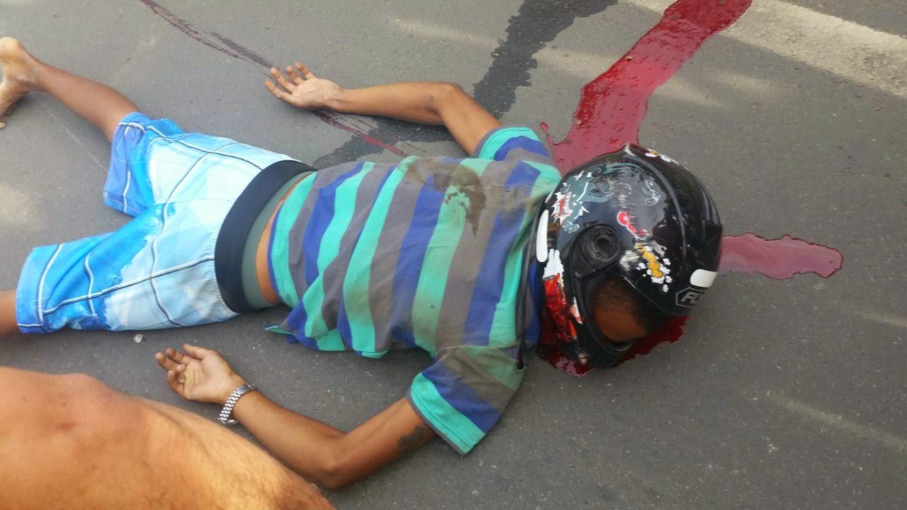 Bruno Tafarel, 21 anos, foi executado com um tiro nas costas, por volta das 16h30 desta terça feira (17), na avenida Amélia Amado,