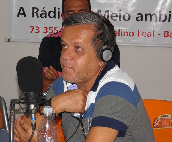 O empresário Raimundinho Andrade, utilizou o microfone da 104,9 para homenagear sua mãe, todas as mulheres e a emissora que completou 06