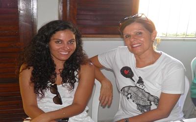A jovem Patrícia, filha do casal Elied/Kekede, ao lado da mãezona, também marcou presença