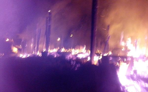 As chamas chegaram a atingir 05 metros de altura