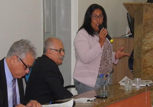A vereadora  da bancada de oposição,Suely Carneiro cobra uma posição do presidente da Casa