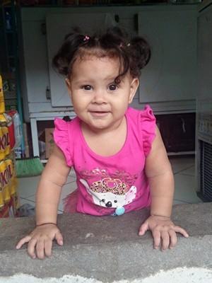 A criança de 11 meses foi morta quando engatinhava na garagem da casa onde  morava