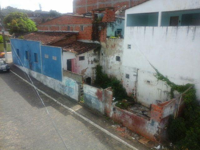A casa abandonada vem sendo ponto de encontros do mosquito e marginais