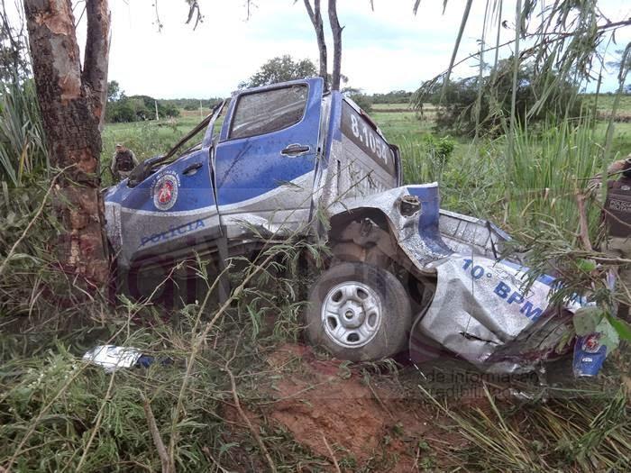 A viatura que  provocou a morte do policial ficou totalmente destruida