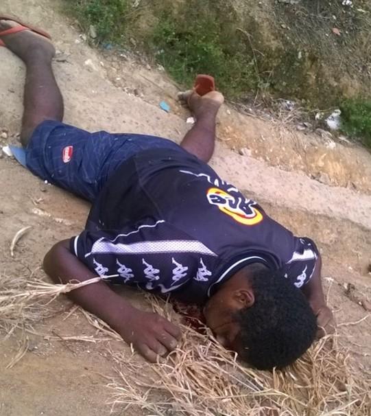 O jovem foi assassinado no Zito e o corpo ainda se encontra no local