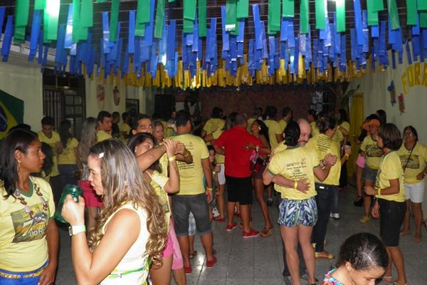 O forró do Rotary  atrai centenas de pessoas que vão dançar e comer churrasco
