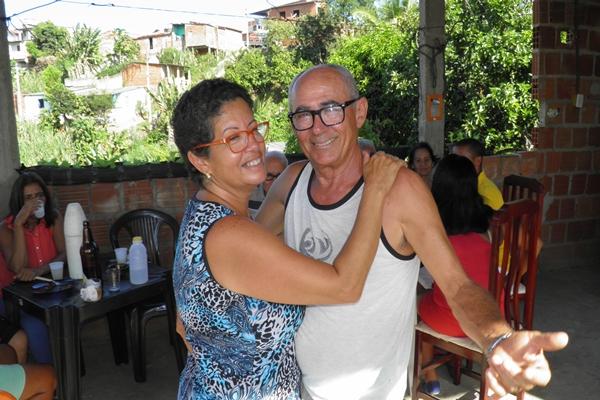 O casal se mostra mais apaixonando durante a festa de aniversário