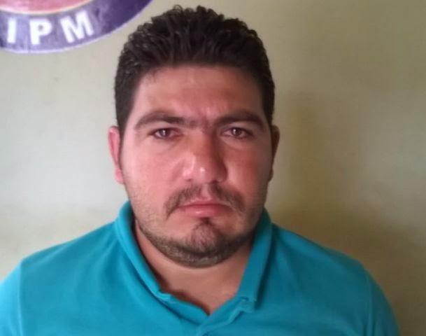 Vanderlan Cardoso da Silva, 31 anos, e o conduziram ao plantão da 7.ª Coorpin/Ilhéus onde foi autuado em flagrante por tripla tentativa de homicídio