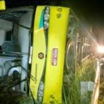 MOTORISTA MORRE E 30 PASSAGEIROS FICAM FERIDOS EM ACIDENTE