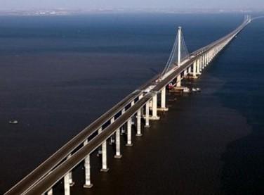 A ponte entre Salvador  e Itaparica tem uma distancia de 14 Km.