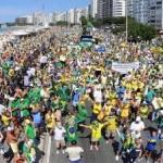 MULHER DEFENDE DILMA EM PROTESTO NO RJ  E É CHAMADA DE PROSTITUTA