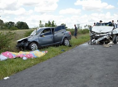 Os dois carros colidiram de frente e outros dois, que seguiam atrás, bateram em seguida por não conseguirem frear.
