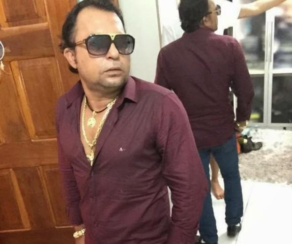 Adarlan Silva Brito, conhecido como Rogê, foi morto em frente a sua casa, por volta das 8h30 de hoje