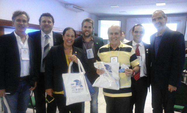 Presidente do Rotary de Ubaitaba, Cledenor Isaac Soares ( 3º da dir. p/ a esq.) no I Encontro Bahia de Rotarianos e Negócios