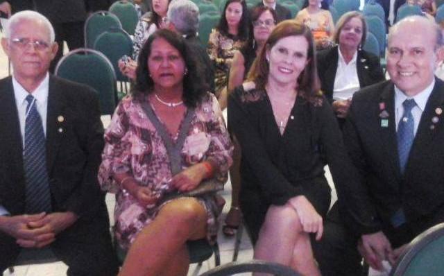 ( Da esq. p/ a dir.) Os casais Hilário Cerqueira e Marilena Cerqueira e Elied Soares e Cledenor Isaac Soares estão representando o Rotary Club de Ubaitaba na 38ª Conferência Distrital