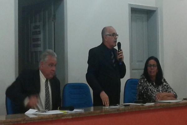 O presidente da Comissão vereador Catarino e os vereadores Zé Carlos e Suca Carneiro convocaram audiência pública