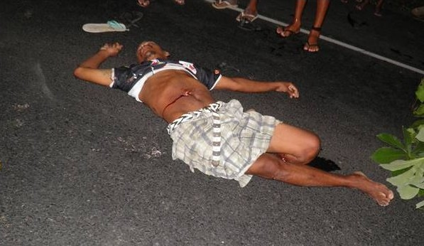 """Um homem conhecido como """"Moa"""" caiu na pista após o impacato"""