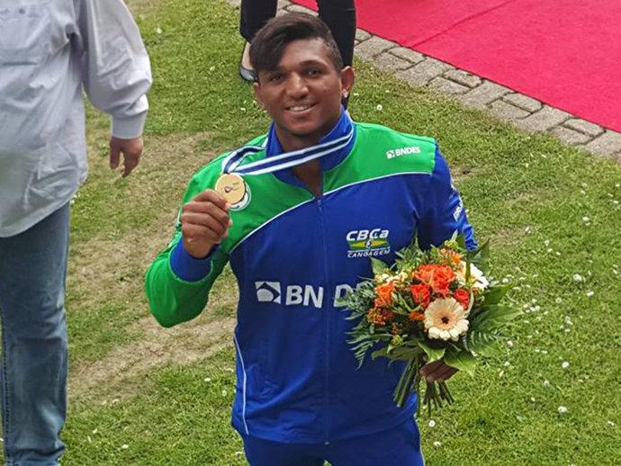 Canoísta brasileiro superou seu grande rival, o alemão Sebastian Brendel, na etapa de Duisburg da competição