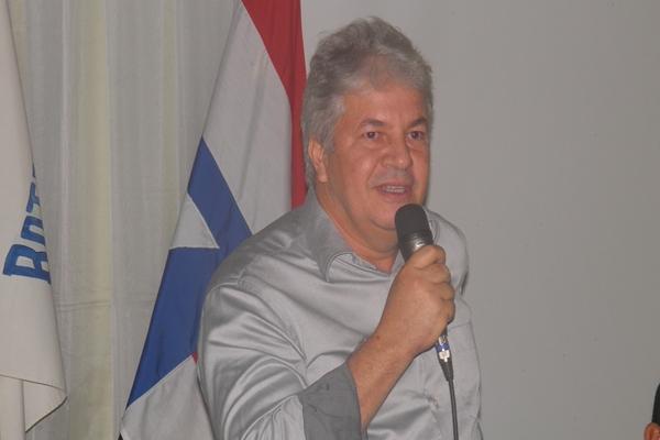 O prefeito Bêda sempre pede licença no periodo das festa juninas