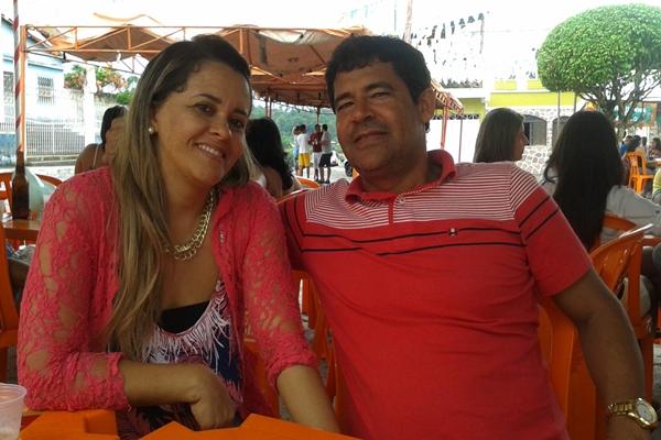 O casal curtiu o caruru em homenagem a Santo Antonio, no último domingo