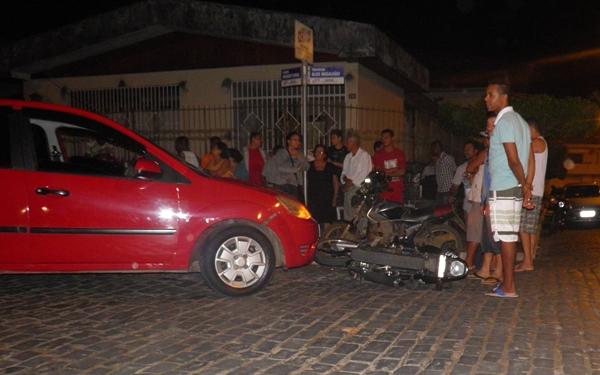A moto permaneceu no local aguardando a chegada da Polícia
