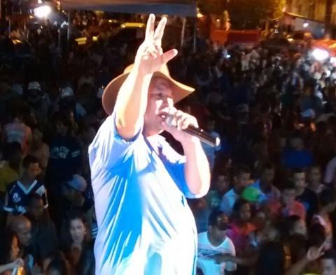 O show do cantor Vanoly Cigano reuniu milhares de pessoas e fechou com chave de ouro