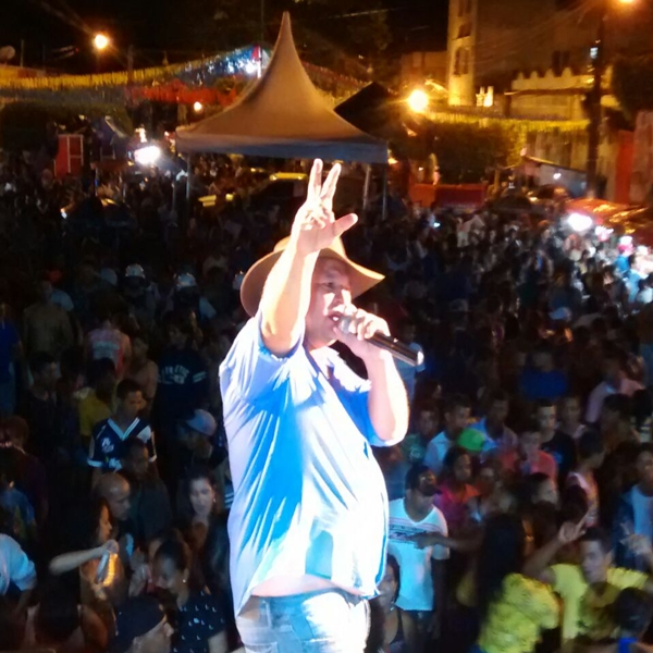 O show do cantor Vanoly Cigano reuniu
