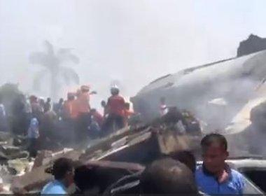 Operações de socorro estão sendo feitas no local do acidente, segundo a agência France Presse (AFP).