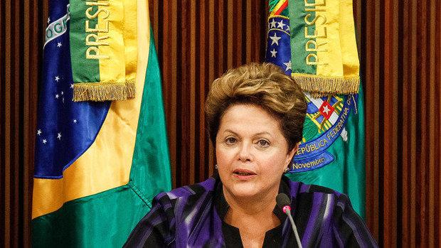 Dilma e integrantes do governo se reuniram durante cerca de três horas para formular a proposta