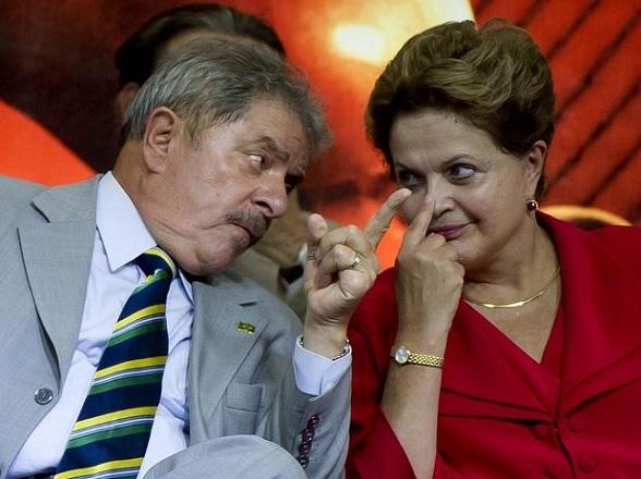 O tucano disse que a própria presidente Dilma Rousseff deve explicações, já que era ministra de Lula e presidente do Conselho de Administração da Petrobras