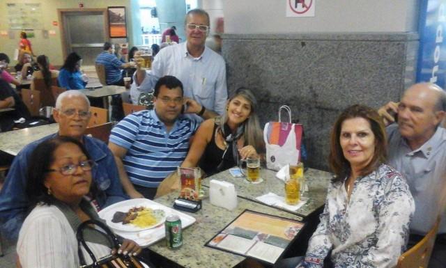 O momento de companheirismo dos rotarianos de Ubaitaba começou no saguão do aeroporto, em Ilhéus veja a foto.