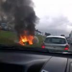 UMA PESSOA MORRE APÓS CARRO CAPOTAR E PEGAR FOGO NA BR-324