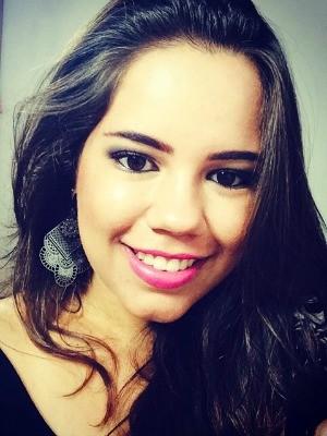 Isabella Cazado estava em um carro com o namorado Roni Santos quando aconteceu uma discussão