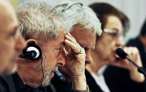 Temendo a prisão, Lula revela desespero ao criticar publicamente o PT. O ex-presidente, que tem dormido pouco, apresenta crises de choro, diz que o governo Dilma não tem mais jeito e avalia que a vitória de Aécio em 2014 poderia até ter sido melhor