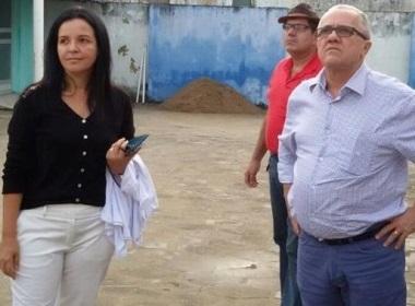 O secretário ao lado da prefeita, Liu Andrade, supervisiona as obras de reforma do hospsital