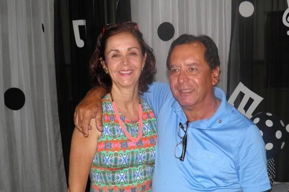 O casal Almiro/Adélia de bem com a vida