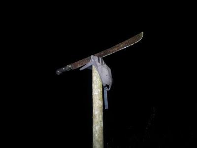 Depois de baleado o facão foi utilizado para dar golpe