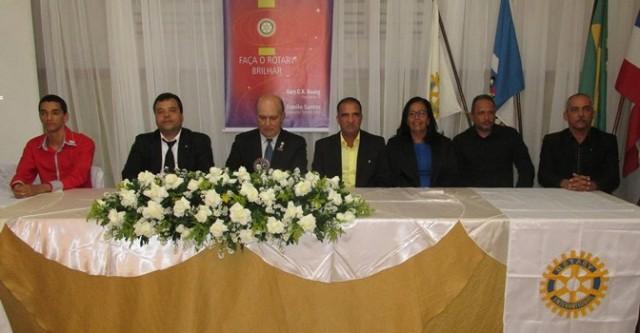 A mesa formada  por  representantes de Entidades e  de Club de Serviços