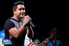 O cantor Neto Azevedo se apresentará na  Praça Cultural
