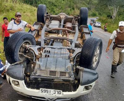 O prefeito de Aiquara, Oséas Rebouças, o Tico, sofreu um acidente automobilístico na tarde deste domingo (19)